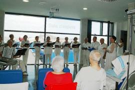 Plantagrama alegra a los pacientes de Can Misses con boleros,tangos y habaneras