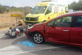 Herida grave una joven motorista tras chocar contra un coche en la carretera de Sant Miquel