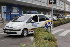 Interceptan un mini bus que transportaba viajeros desde el aeropuerto de Ibiza de manera ilegal