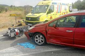 Herida grave una joven motorista que chocó contra un coche en la carretera de Sant Miquel