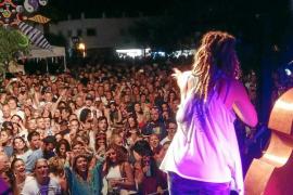 Formentera baila al ritmo de Flower Power