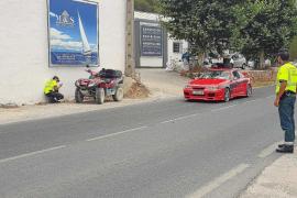 Ángel Nieto sufre un accidente con su quad en la carretera de Santa Eulària (Fotos: Paco S. Pérez | Marcelo Sastre).