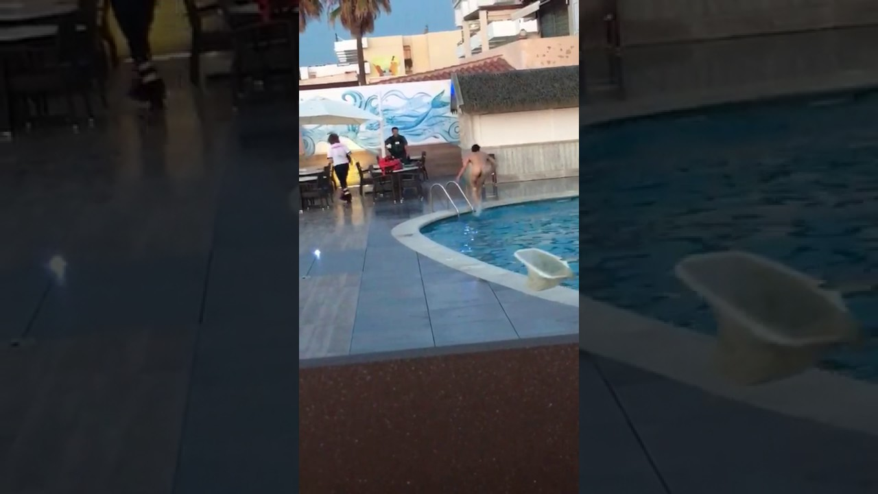 Un hombre huye desnudo de la presencia de la Guardia Civil en Ibiza