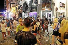 La venta de tíquets y la exposición de vehículos en la vía pública quedarán prohibidos en Sant Antoni
