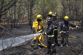 Horas infernales con tres incendios simultáneos en Cala de Bou y Santa Gertrudis