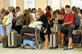 El aeropuerto de Ibiza se pone a prueba con más de 115.000 pasajeros este fin de semana