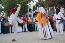 Vila abre al turismo sus costumbres en el arranque de su semana grande