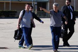 Villar y su hijo Gorka abandonan la prisión de Soto del Real