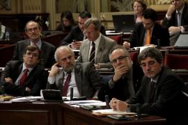 El Parlament reprueba la política económica del Govern y Antich defiende el endeudamiento