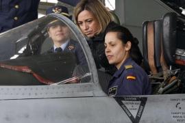 Chacón anuncia el arresto de 4 militares por negligencia en un robo de armas