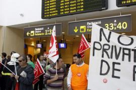 El sector turístico exige a los sindicatos  de AENA que no hagan huelga en plena temporada