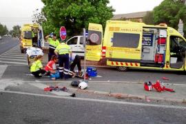 Un conductor drogado arrolla a un motorista que está herido grave