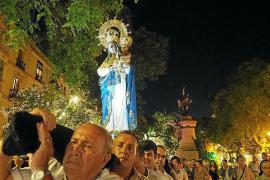 Los ibicencos muestran su devoción por Santa María de las Nieves