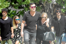 Familia, amigos, todas las flores de Ibiza y motos