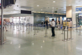 Aena instala un filtro para vuelos interislas en el aeropuerto de Ibiza