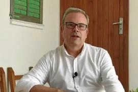Vicent Torres reaparece en las redes sociales para felicitar el Vuit d'Agost