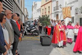 La ausencia del tradicional discurso institucional desluce la celebración del Vuit d'Agost