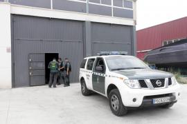 La Guardia Civil realiza registros y detenciones en Ibiza en una operación antidroga.
