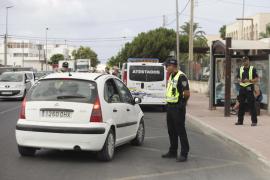 La Policía Local practica controles aleatorios a conductores para verificar la documentación