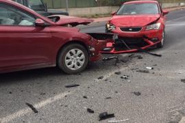 Una mujer y sus dos hijos menores resultan heridos en un accidente de tráfico