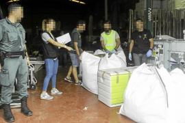 La Guardia Civil detiene a tres personas en Ibiza con más de mil plantas de marihuana