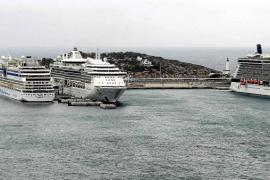 Casi 10.000 cruceristas desembarcan en un solo día en Ibiza