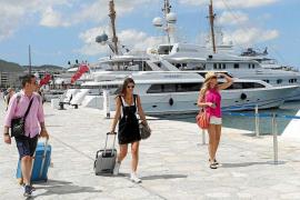 Las patronales turísticas piden consenso para definir el techo de plazas para Ibiza