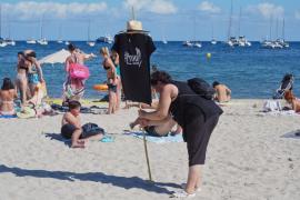 Prou!! realiza un acto reivindicativo en la playa de Talamanca