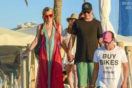 Paris Hilton pasea su amor por Formentera