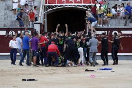 Detenidos 29 antitaurinos por saltar al ruedo de Las Ventas