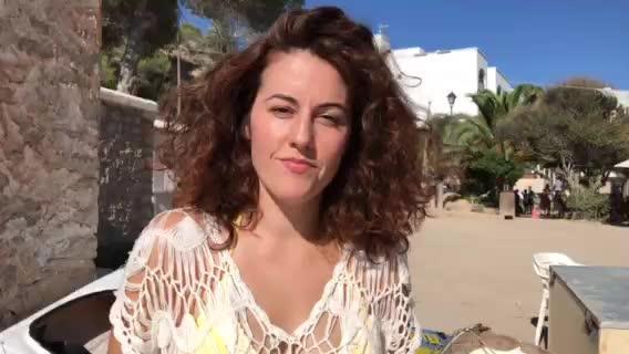 Una vecina de Cala Vedella hace un vídeo para denunciar el mal estado de la playa