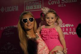 La Paris Hilton más solidaria se baña en espuma por los chicos de Apneef
