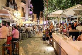 La patronal Ocio de Ibiza pide autocrítica a los locales del puerto ante la falta de clientes