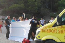 En coma inducido una mujer tras caerse de un acantilado de seis metros en Benirràs
