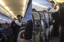 El gesto de un azafato de vuelo con un bebé se vuelve viral
