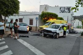 Un turismo se salta el ceda al paso y choca contra un taxi en Sant Antoni
