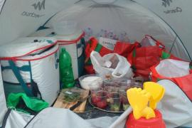 La Policía Local de Formentera desmantela tres puntos de venta de bebidas y numeroso material de venta ambulante