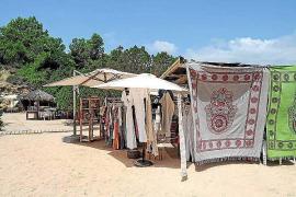 Vuelve la calma a la playa de es Torrent