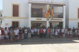 Formentera guarda un minuto de silencio por el atentado de Barcelona
