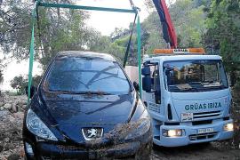 Jornada maratoniana con la retirada de los últimos siete vehículos atrapados