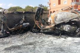 Aparecen cinco motos quemadas en Formentera
