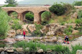 Limpian los vertidos del río de Santa Eulària e investigan su origen entre los vecinos