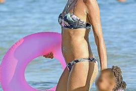Esther Cañadas se relaja en familia en Ibiza