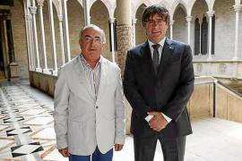 Puigdemont recibe a Tòfol Soler, que viaja a Barcelona para ofrecerle su solidaridad