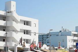 Permanece hospitalizado el joven turista precipitado desde un tercer piso