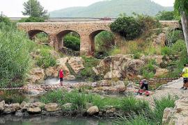 El afloramiento de una bacteria, probable foco contaminante del río de Santa Eulària