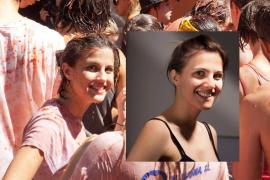 Una fotógrafa madrileña lleva 5 años buscando a su posible hermana gemela tras verla en una foto de la Tomatina