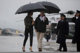 Melania Trump brinda la polémica al visitar con tacones la zona afectada por el huracán Harvey