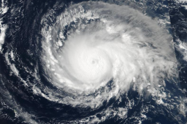 El huracán 'Irma' alcanza la máxima categoría en su ruta hacia el Caribe y el sur de EEUU