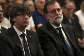 Carles Puigdemont firma y promulga la ley del referéndum